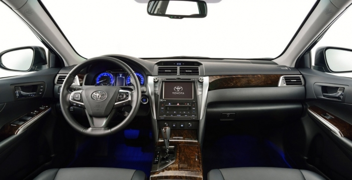 singapour-toyota-camry-sedan-car-front-seats